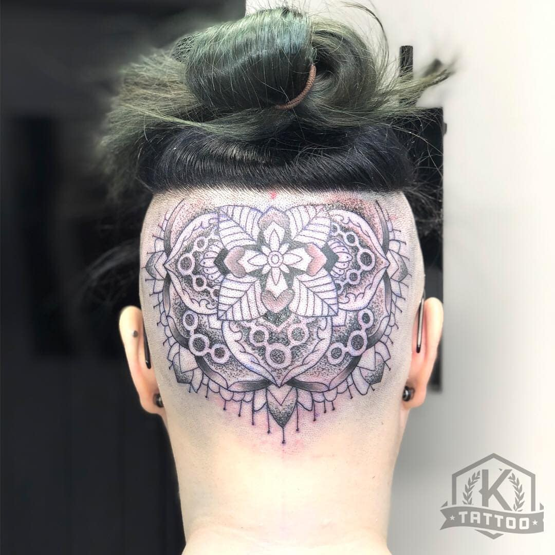 blackandgrey_mandala_back_of_head