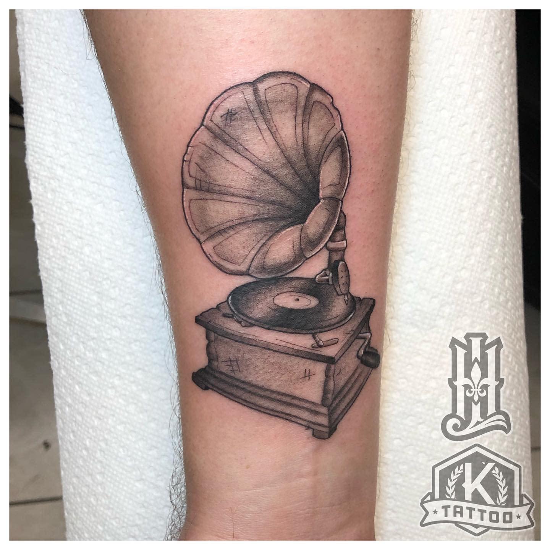 blackandgrey_Gramophone