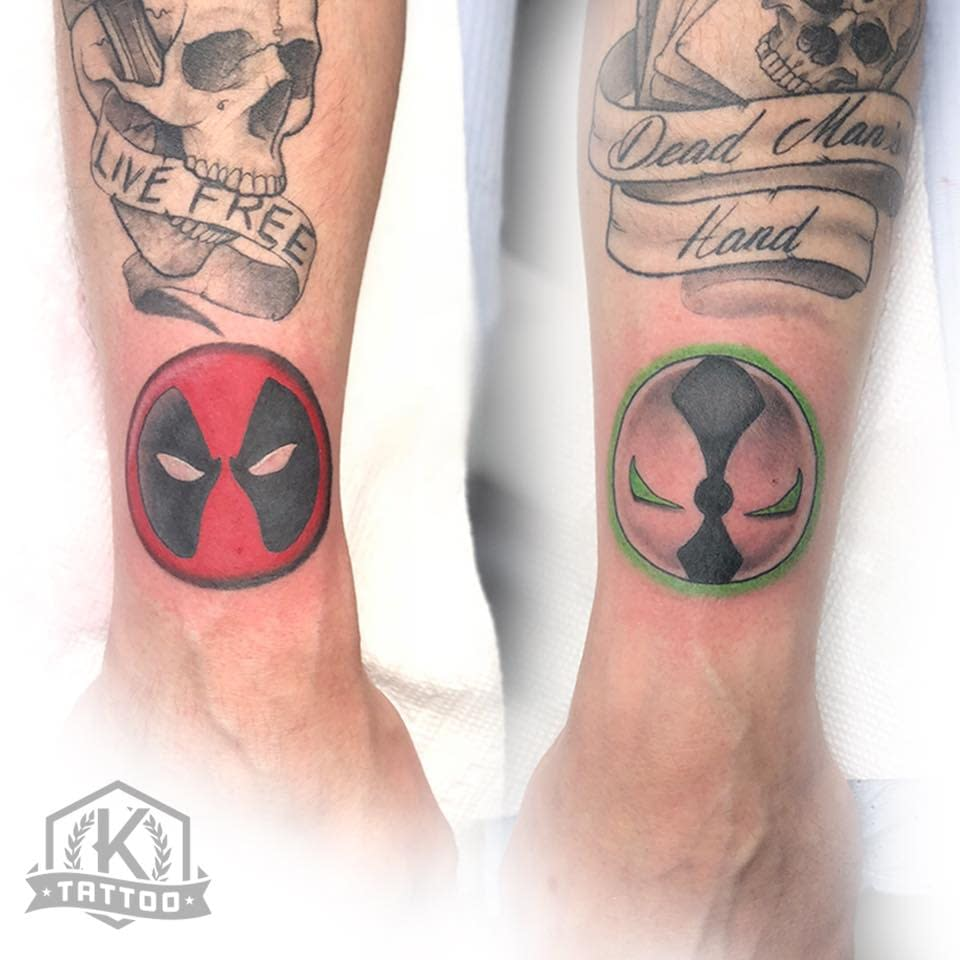 color_deadpool_wrists