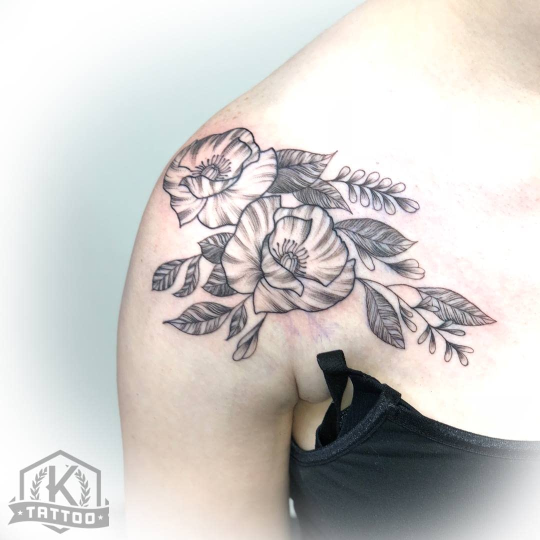 blackandgrey_flowers_shoulder